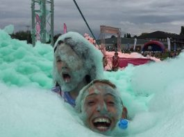 Bubbletastic event raises £20k for Lindsey Lodge Hospice