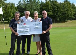 Golfers get on the green to raise funds for Lincs hospice